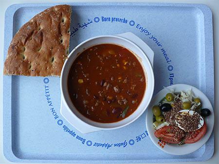 Leckerer Rindfleisch-Bohnen-Topf mit Fladenbrot und ein kleiner Salat: 2,20€