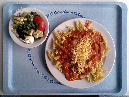 Spirelli mit Soße Hirten-Art, Käse und Salat: zusammen für 2,40€