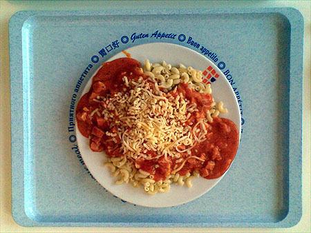 Kleine Hörnchennudeln mit Schinken-Tomaten-Soße: 1,70€